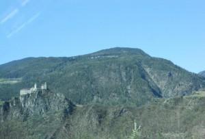 Gardasee-Berge-Burg-Schloss