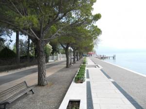 Gardasee Toscolano Maderno Hafen Ufer