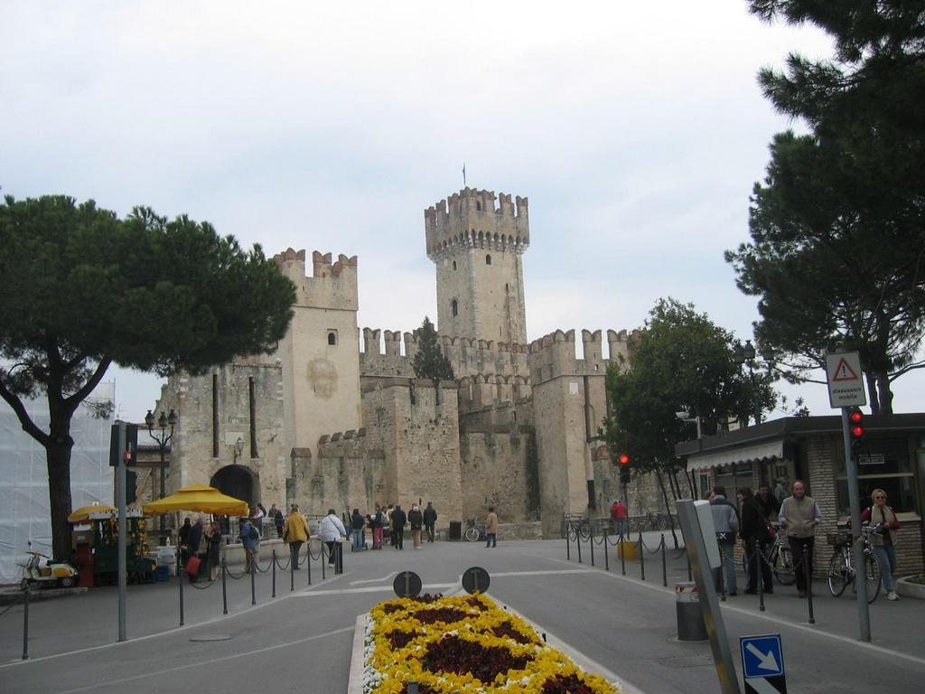 Sirmione Burg Eingang Entree