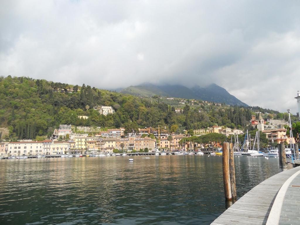 Toscolano Hafen Bergblick