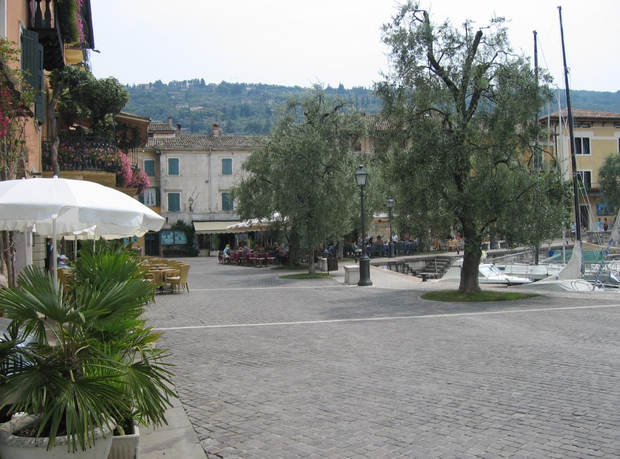 Hafen von Torri del Benaco